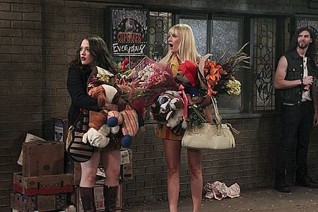 2 Broke Girls 3x1 (2).jpg