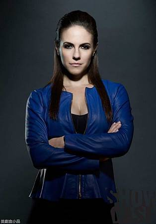 LOST GIRL S04Cast  (10).jpg