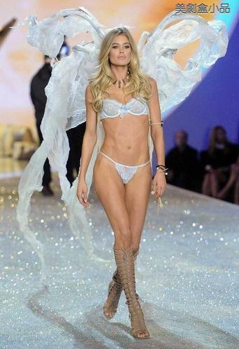 The Victoria's Secret Fashion Show (6).png