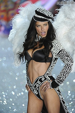 The Victoria's Secret Fashion Show (16).png