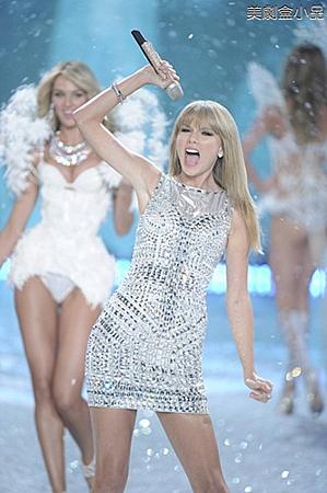 The Victoria's Secret Fashion Show (23).png