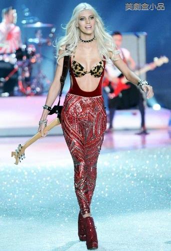 The Victoria's Secret Fashion Show (24).png