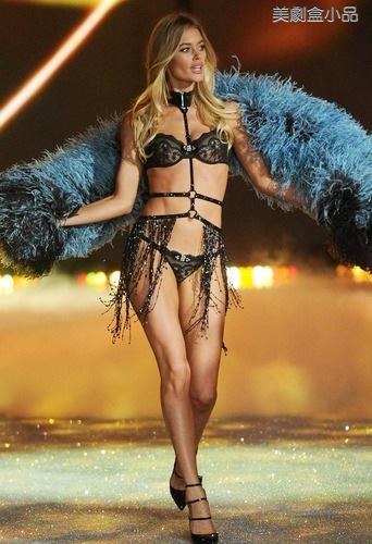 The Victoria's Secret Fashion Show (32).png