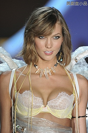 The Victoria's Secret Fashion Show (44).png
