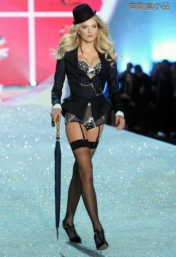 The Victoria's Secret Fashion Show (53).png