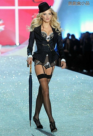 The Victoria's Secret Fashion Show (53).png