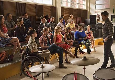 Glee5x12 (1).jpg