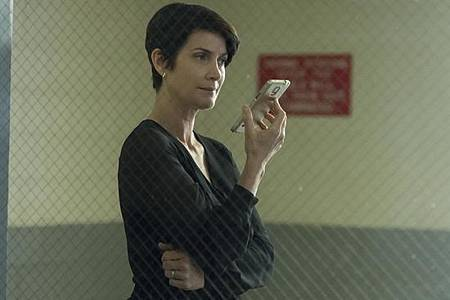 Jeryn Hogarth(Carrie-Anne Moss).jpg