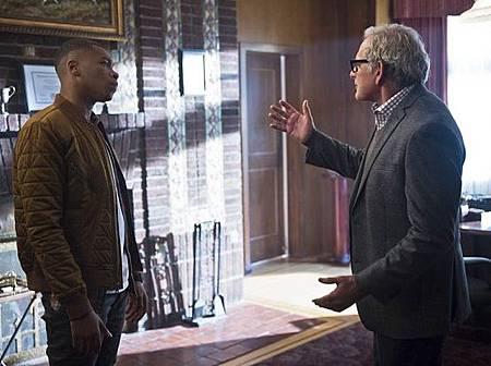 DC's Legends of Tomorrow  1x1 (1).jpg