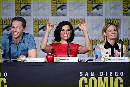 2016 Once Upon A Time Comic Con (1).jpg