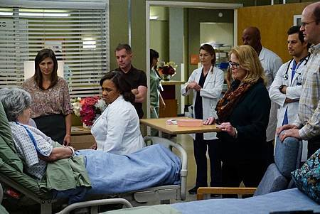 Grey's Anatomy 13x5 (1).jpg