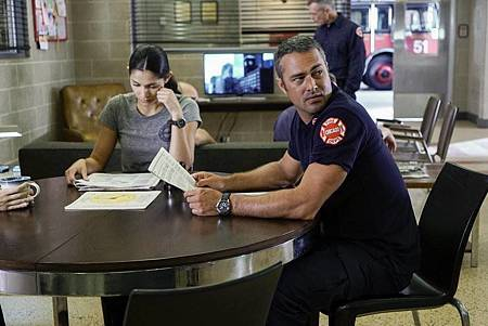 Chicago Fire 5x1 (1).jpg