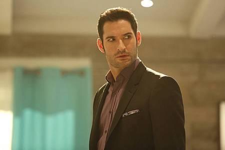 Lucifer 2x4 (1).jpg