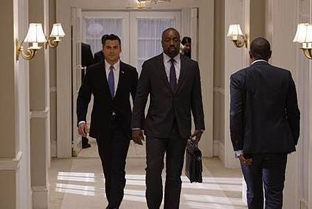 Designated Survivor 1x7 (1).jpg