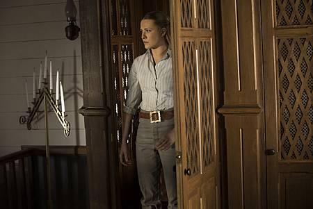 Westworld S01E09-02.jpg