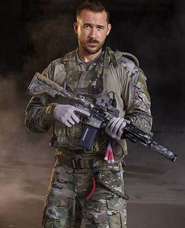 Joe 'Bear' Graves (Barry Sloane).jpg