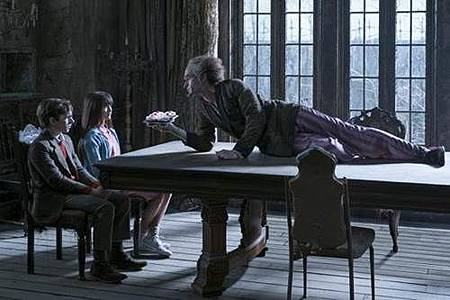 A Series of Unfortunate Events S01 (7).jpg