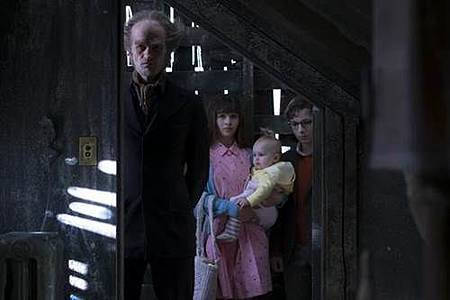 A Series of Unfortunate Events S01 (8).jpg