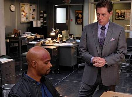 Lethal Weapon1x18 (10).jpg