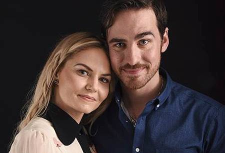 once-upon-a-time-emma-hook-wedding.jpg