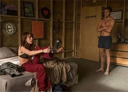 Girlboss S01 (6).jpg