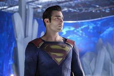 Supergirl 2x22 (6).JPG