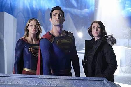 Supergirl 2x22 (9).JPG