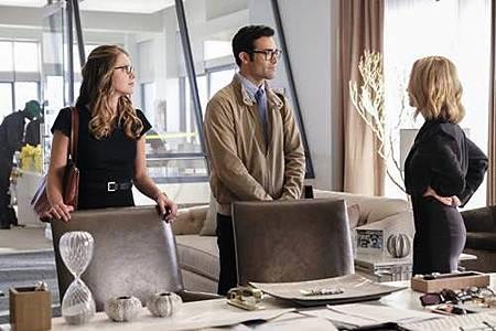 Supergirl 2x22 (16).JPG