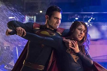 Supergirl 2x22 (22).JPG