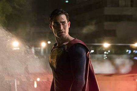 Supergirl 2x22 (23).JPG