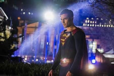 Supergirl 2x22 (28).JPG