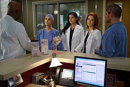 Grey's Anatomy S13 2017 05 29 (2).jpg