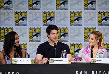 Legends Of Tomorrow Comic Con Panel 2017 (9).jpg