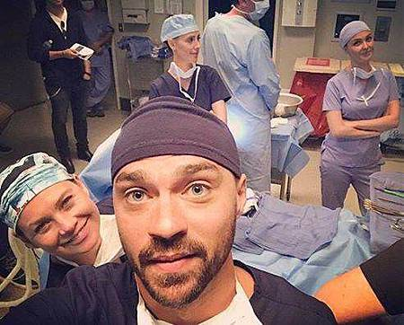 Grey's Anatomy S14 set (1).jpg