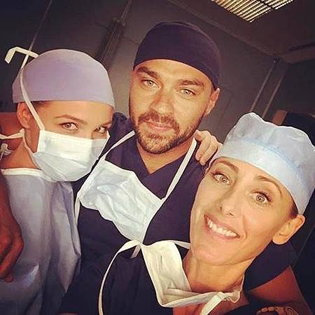 Grey's Anatomy S14 set (3).jpg