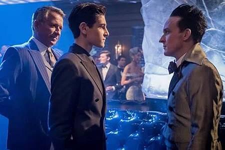 Gotham 4x1 (1).jpg