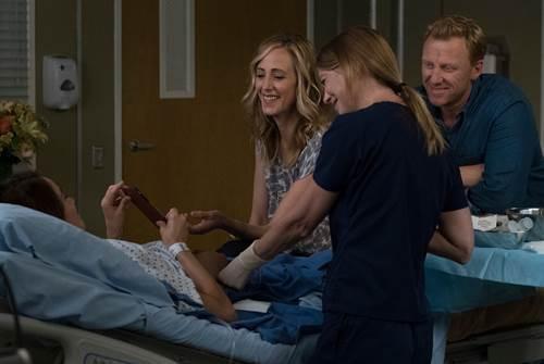 Grey's Anatomy 14x1 (1).jpg