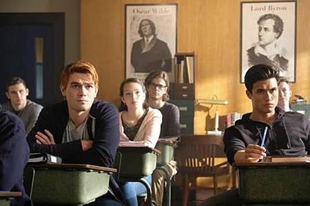 Riverdale 2x1 (1).jpg