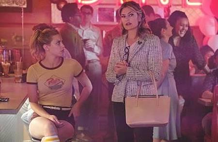 Riverdale 2x1 (8).jpg