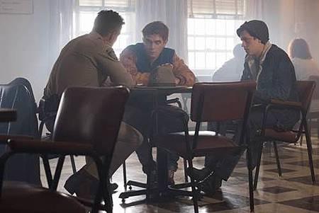 Riverdale 2x1 (13).jpg