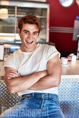 Riverdale S02 cast (3).jpg