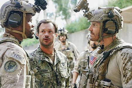 SEAL Team 1x06-08.jpg