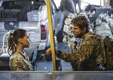 SEAL Team 1x09-05.jpg