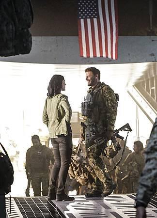 SEAL Team 1x09-07.jpg