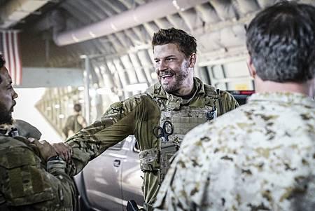 SEAL Team 1x09-08.jpg