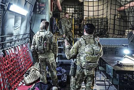 SEAL Team 1x09-11.jpg