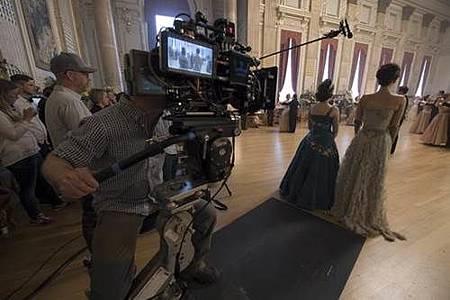 The Crown S02 (31).jpg