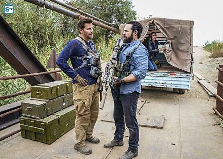 SEAL Team 1x11-01.jpg