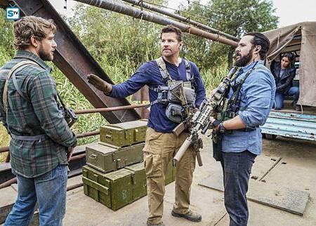SEAL Team 1x11-02.jpg