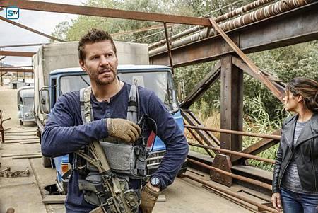 SEAL Team 1x11-13.jpg